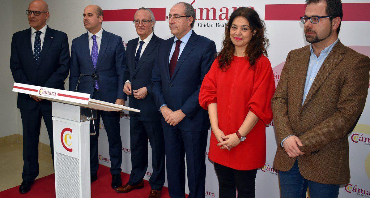 """Zamora anima a los empresarios a que pongan """"las luces largas para ver lejos"""""""