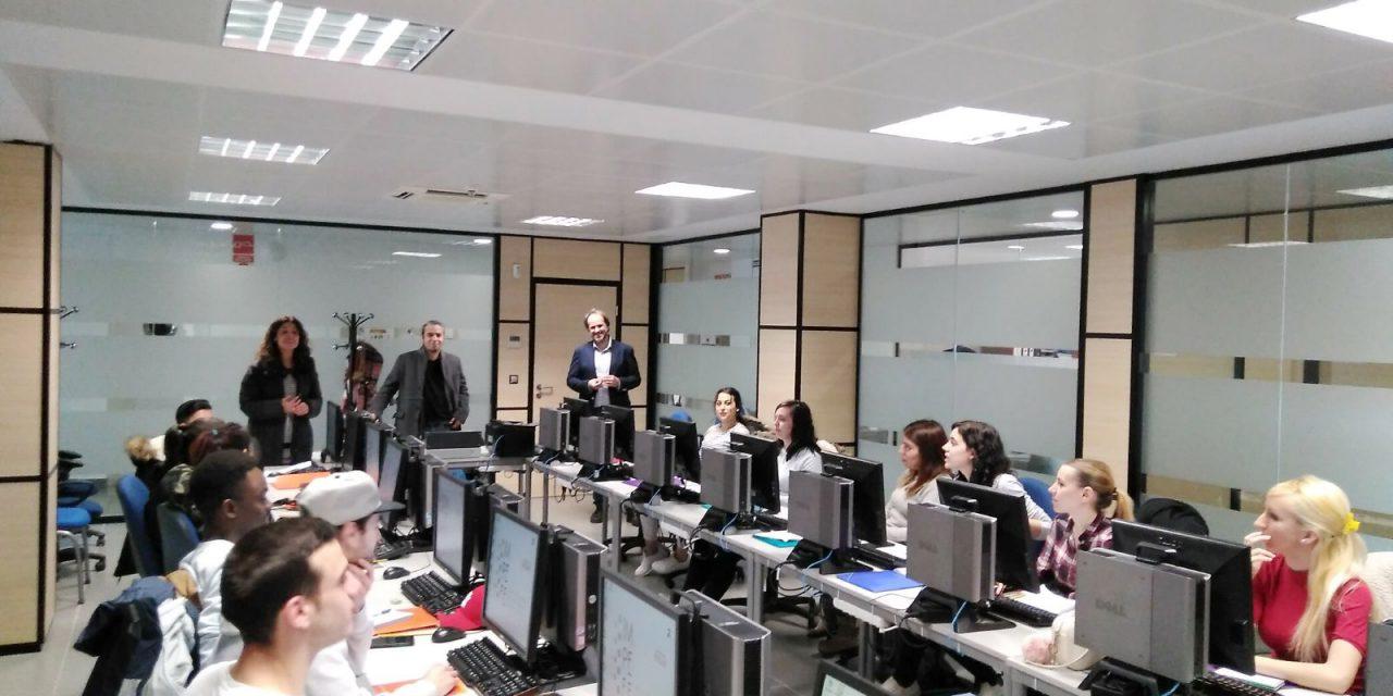 """Pilar Zamora visita el curso de """"Operaciones de grabación y tratamiento de datos y documentos"""" del Proyecto GARANTÍA CIUDAD REAL"""