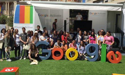 """El alumnado del programa Garantía Ciudad Real visita el tour """"Google Actívate"""""""