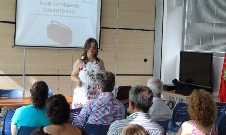 Pilar Zamora da la bienvenida a los 25 trabajadores del Plan de Trabajo Garantizado